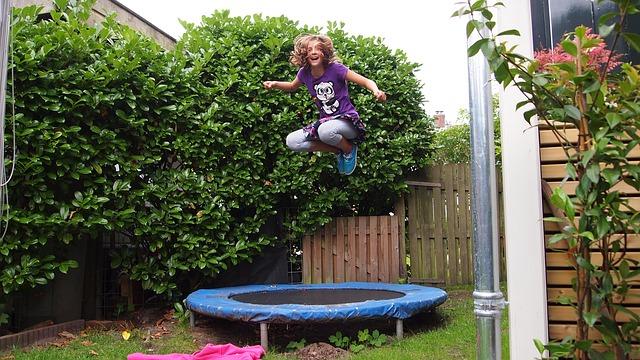 legrace na trampolíně