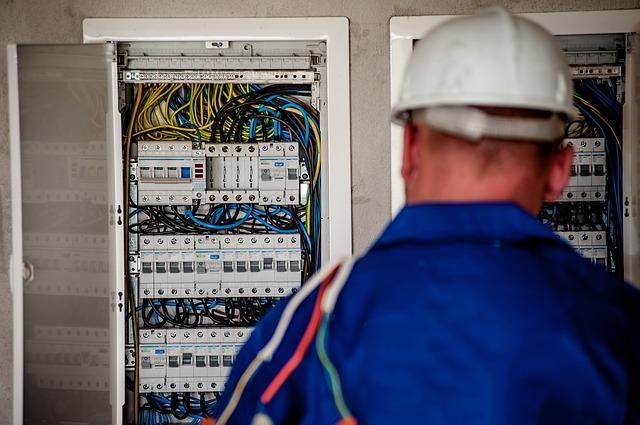 elektrikář opravář