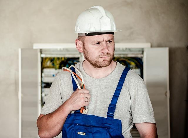opravář