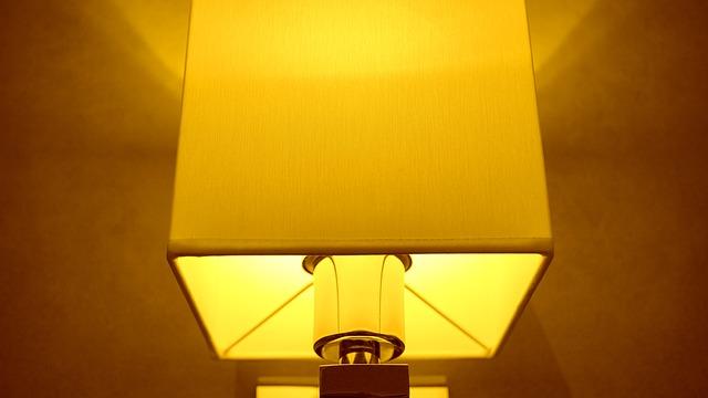 hranatá lampa.jpg