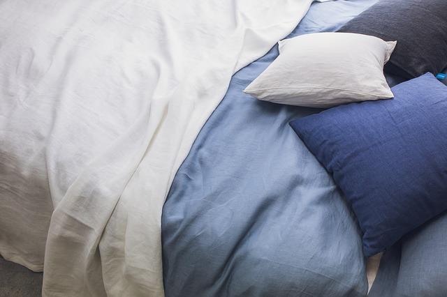 lúžkoviny na posteli.jpg