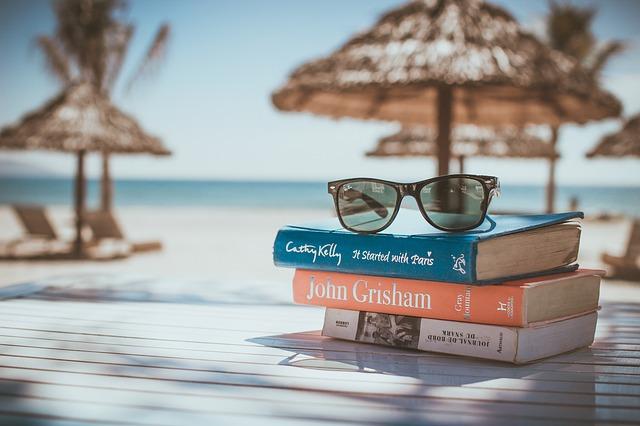 knihy na pláži.jpg