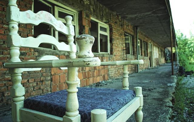 stará židle na terase