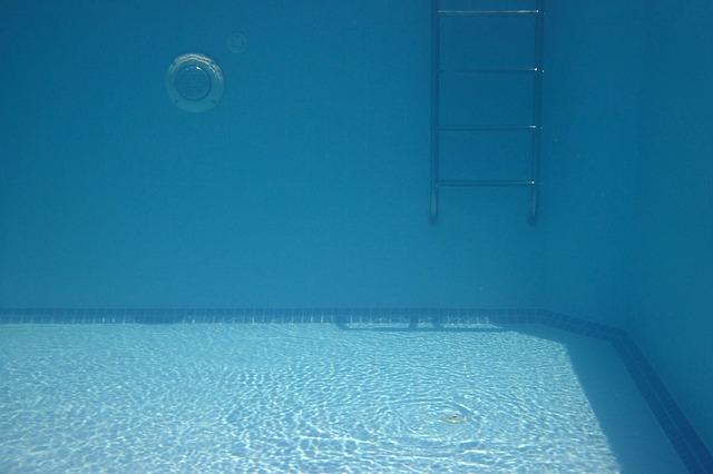 žebřík pod vodou